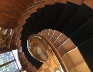 Sort velour, valgt specielt til trappen
